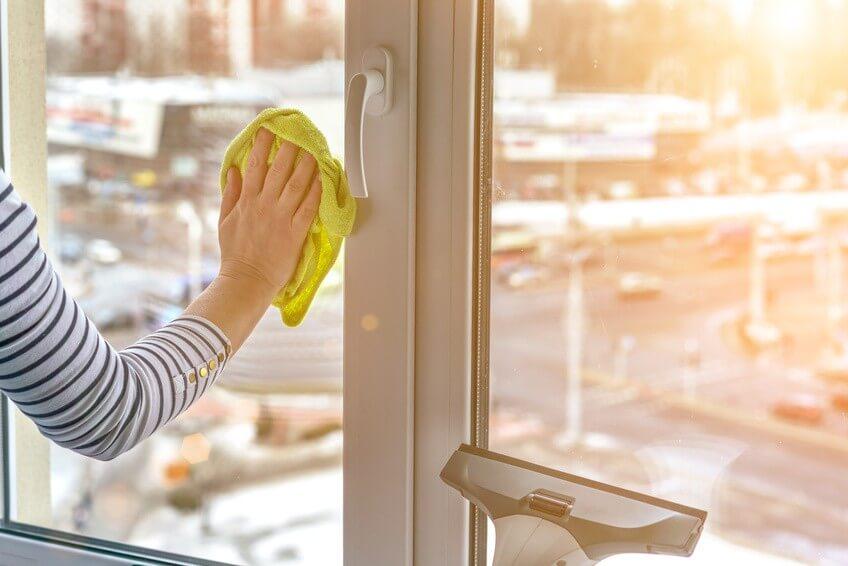 Comment nettoyer les vitres? Les gestes efficaces