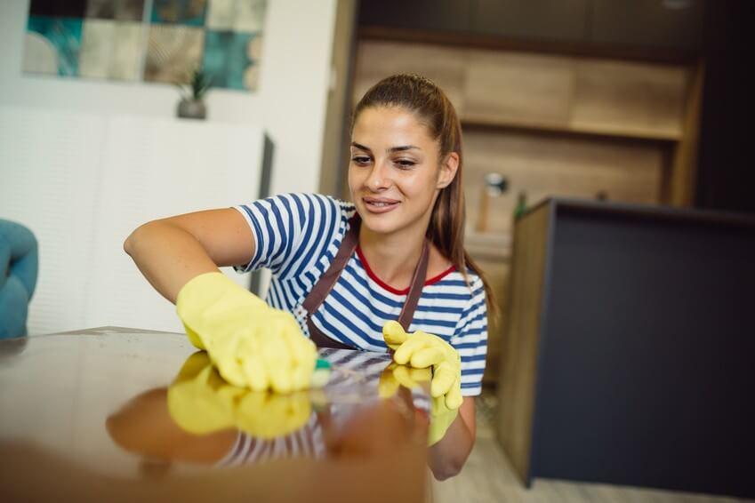 2 secrets de ménage avec le jus de citron