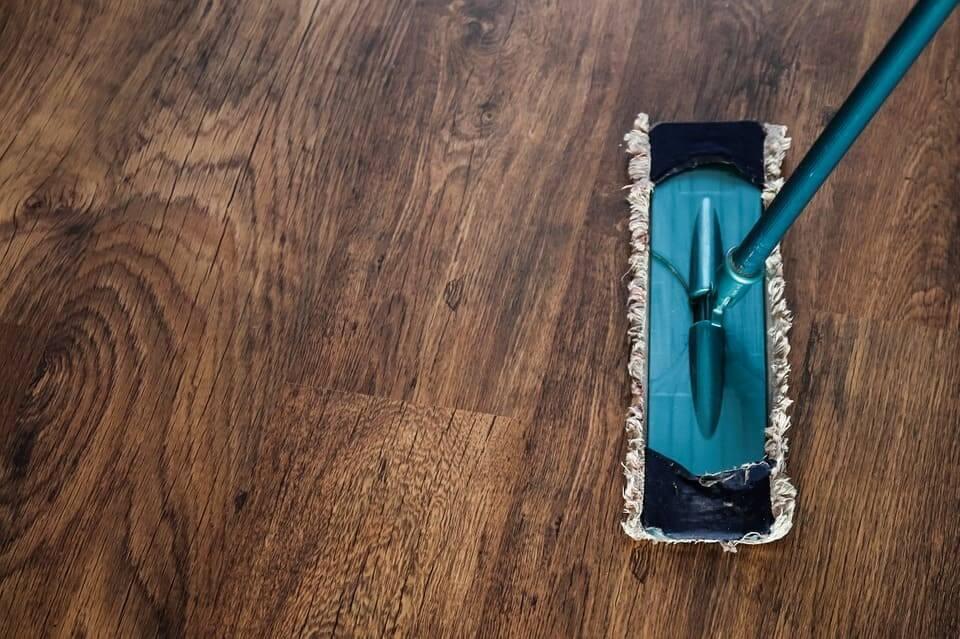Comment nettoyer un sol en lino incrusté, encrassé, très sale?