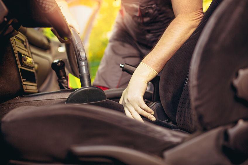 Comment nettoyer sa voiture avec une shampouineuse?