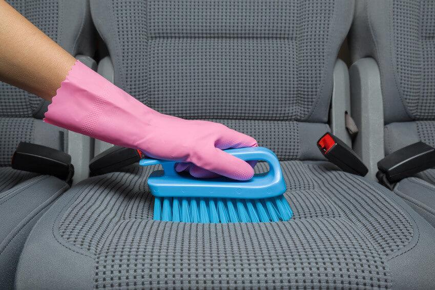 Comment nettoyer des salissures sur vos sièges de voiture